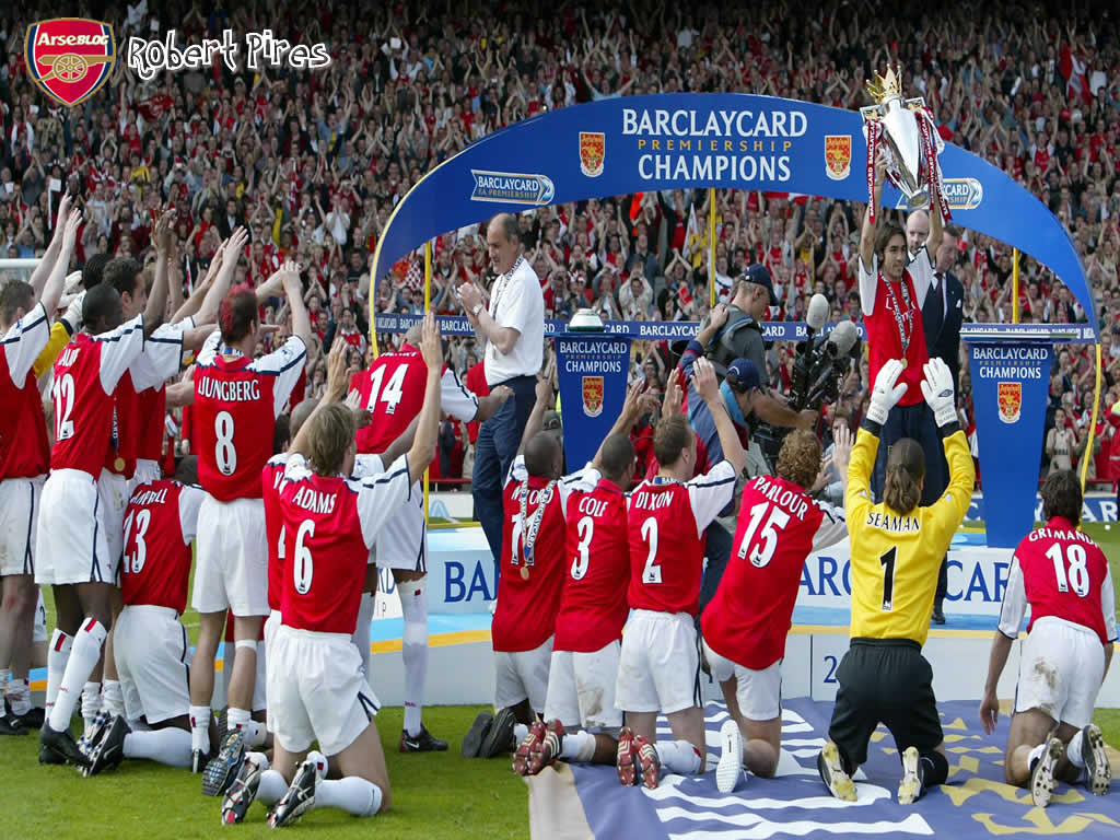 Arsenal players bow down to Robert Pires......